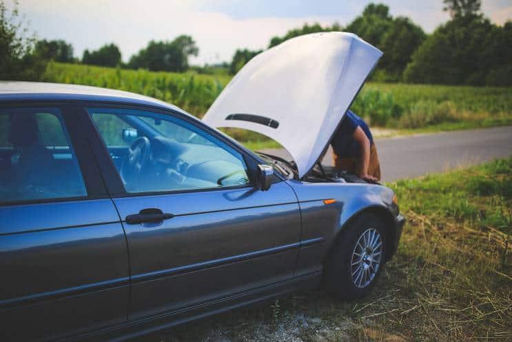 Šlepanje auta po novom zakonu - pokvaren auto pored puta