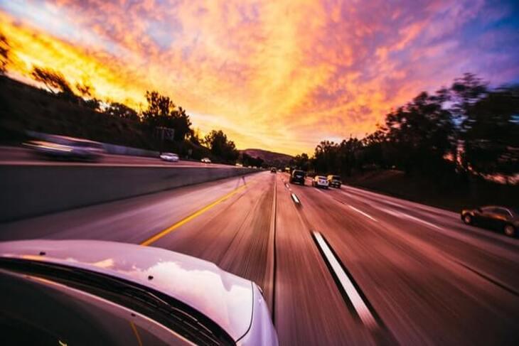 prikaz vožnje autoputem
