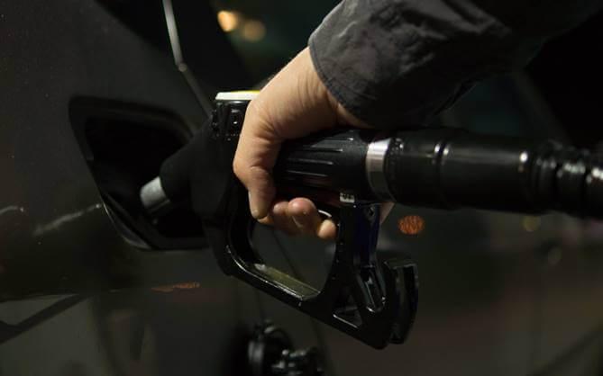 prikaz sipanja goriva u vozilo